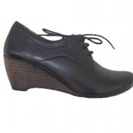 Pantof de toamna, neagra, cu talpa tip pana de inaltime medie