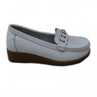 Pantof in nuanta de alb, design interesant, talpa groasa