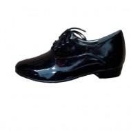 Pantof negru cu aspect lucios, toc mic si inchidere cu siret