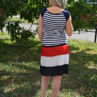 Rochie cu talie joasa , de culoare rosu-alb-bleumarin