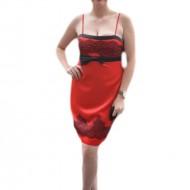 Rochie de gala cambrata pe corp, din saten rosu cu broderie neagra