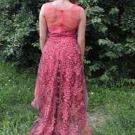 Rochie de gala din tul vaporos de nuanta roz, imprimeu floral
