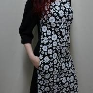 Rochie la moda, nuanta de negru-alb, imprimeu cu flori trendy