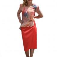 Rochie rafinata, de culoare corai, cu suprapunere de voal