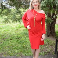 Rochie sexi, de culoare rosie, cu maneci lungi