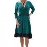 Rochie verde de ocazie cu insertie de dantela neagra, decolteu V