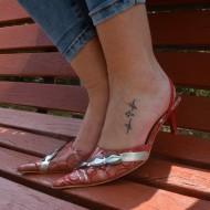 Sanda fashion cu varf ascutit si toc mic, culoare rosie cu argintiu