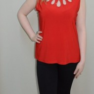 Bluza fashion, nuanta de rosu, design interesant in partea de sus