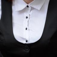 Camasa tinereasca, nuanta de alb-negru, cu vesta clasica