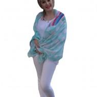 Esarfa trendy din material fin cu design colorat pe fond turcoaz