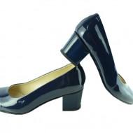 Pantof clasic cu toc patrat, de culoare bleumarin, cu aspect lucios