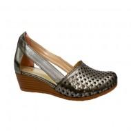 Pantof deosebit in nuanta de argintiu cu perforatii, model imprimat