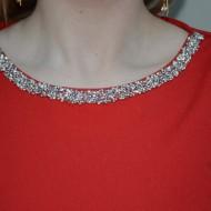 Rochie cu pietre rafinate aplicate, nuanta de rosu, fermoar