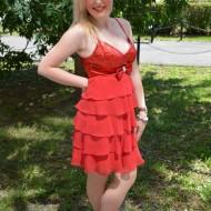 Rochie cu volanase din voal, culoare rosie