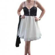 Rochie de gala scurta, usor evazata, in nuante de alb cu negru