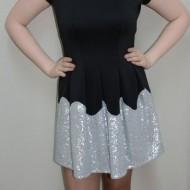 Rochie eleganta, neagra, cu croi evazat si design de paiete argintii