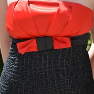 Rochie fina , cambrata pe corp, de  culoare negru-rosu