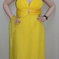 Rochie in nuanta de galben, decolteu in V, pietre argintii