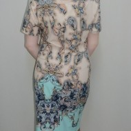 Rochie in nuanta de turcoaz, model abstract fin