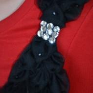 Rochie moderna, de culoare rosu-negru, cu pliuri