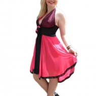 Rochie rafinata, de culorie rosu si roz, cu top imbracat in paiete