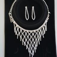 Set elegant de bijuterii cu strasuri mici in fond argintiu, auriu