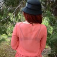 Bluza cu maneca lunga, nuanta de corai, cu design de dantela aplicata