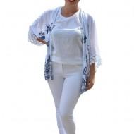 Bluza tip cartigan Eve model brodat cu flori albastre si insertii de dantela,nuanta de alb