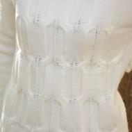 Bluza tricotata cu maneca lunga, de culoare alba, cu model clasic