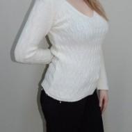 Bluza tricotata, nuanta de alb, design interesant aplicat