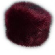 Caciula de blana de culoare marsala, model simplu, clasic