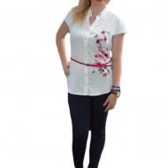 Camasa eleganta cu maneca scurta, culoare alba cu flori roz