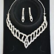 Colier feminin, cu perle albe si cristale argintii