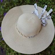 Palarie fashion din material usor cu textura subtire, cu lant auriu