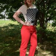 Pantalon tineresc cu croi tip pana, de culoare corai cu curea