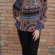 Pantalon tineresc cu talie medie, negru cu bordura cu flori mici