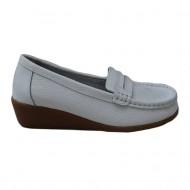 Pantofi cu toc mediu-jos, pe culoare alba, din piele naturala de calitate