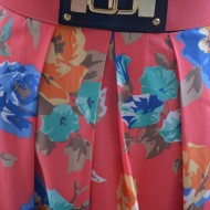 Rochie casual, bleumarin-corai, cu imprimeu floral si insertie de dantela