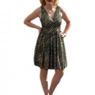 Rochie de ocazie, de culoare negru-auriu cu tiul fin