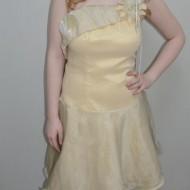 Rochie deosebita cu aspect original, nuanta bej, cu fusta evazata