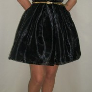 Rochie eleganta neagra din material lucios si insertie de dantela