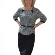 Rochie in tendinte, culoare gri cu negru, strasuri aplicate ca decor