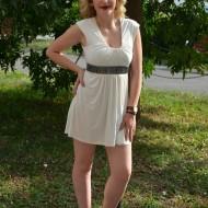 Rochie mini, de club, foarte sexi, curea in talie, nuanta de alb