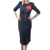 Rochie neagra cu design de motiv floral rosu iesit usor in relief