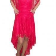 Rochie rafinata, cu trena, de efect, in nuanta de rosu, cu dantela