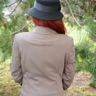 Sacou trendy, de culoare maro, accesorizata cu buzunare ascunse