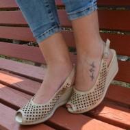 Sandale perforate cu toc ortopedic mediu,din piele naturala, bej
