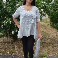 Bluza de vara cu croi asimetric si design brodat, culoare gri