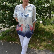 Bluza rafinata,design de nasturi, alba cu model de fluturi