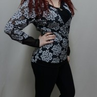 Bluza rafinata, nuanta de negru-gri, imprimeu floral